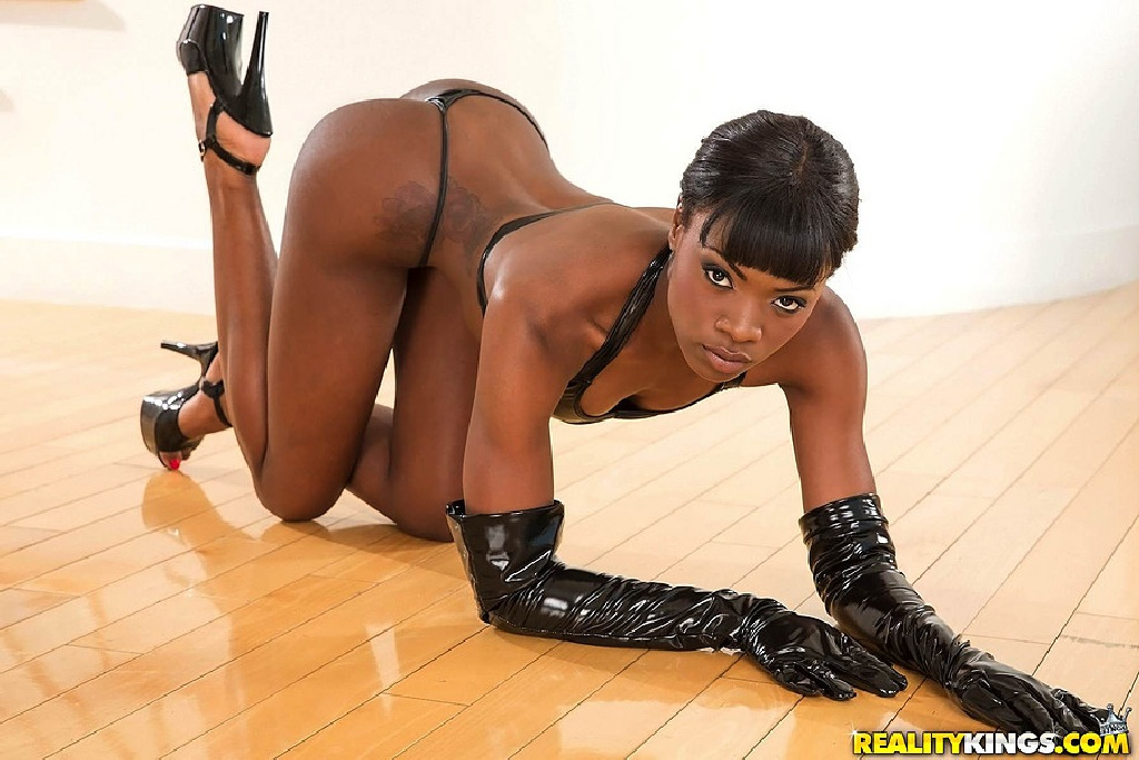 Slim ebony jamaican chick bares it all on stage and the ppl go wild - 1 part 5